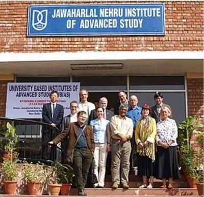 Comitê do Ubias reunido em Nova Delhi