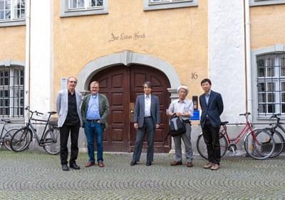 Martin Grossmann, Till Roenneberg, Takaho Ando, Takao Kondo and Dapeng Cai