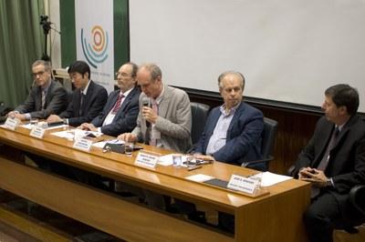 Carsten Dose, Dapeng Cai, Hernan Chaimovich, Martin Grossmann, Minister Renato Janine Ribeiro and José Eduardo Krieger
