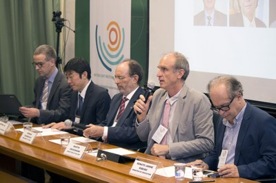 Carsten Dose, Dapeng Cai, Hernan Chaimovich, Martin Grossmann and Minister Renato Janine Ribeiro