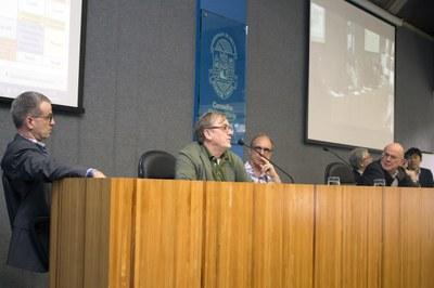 Till Roenneberg talking about a MOOC design, with Carsten Dose, Martin Grossmann, Eliezer Rabinovici, Hideyo Kunieda and Dapeng Cai