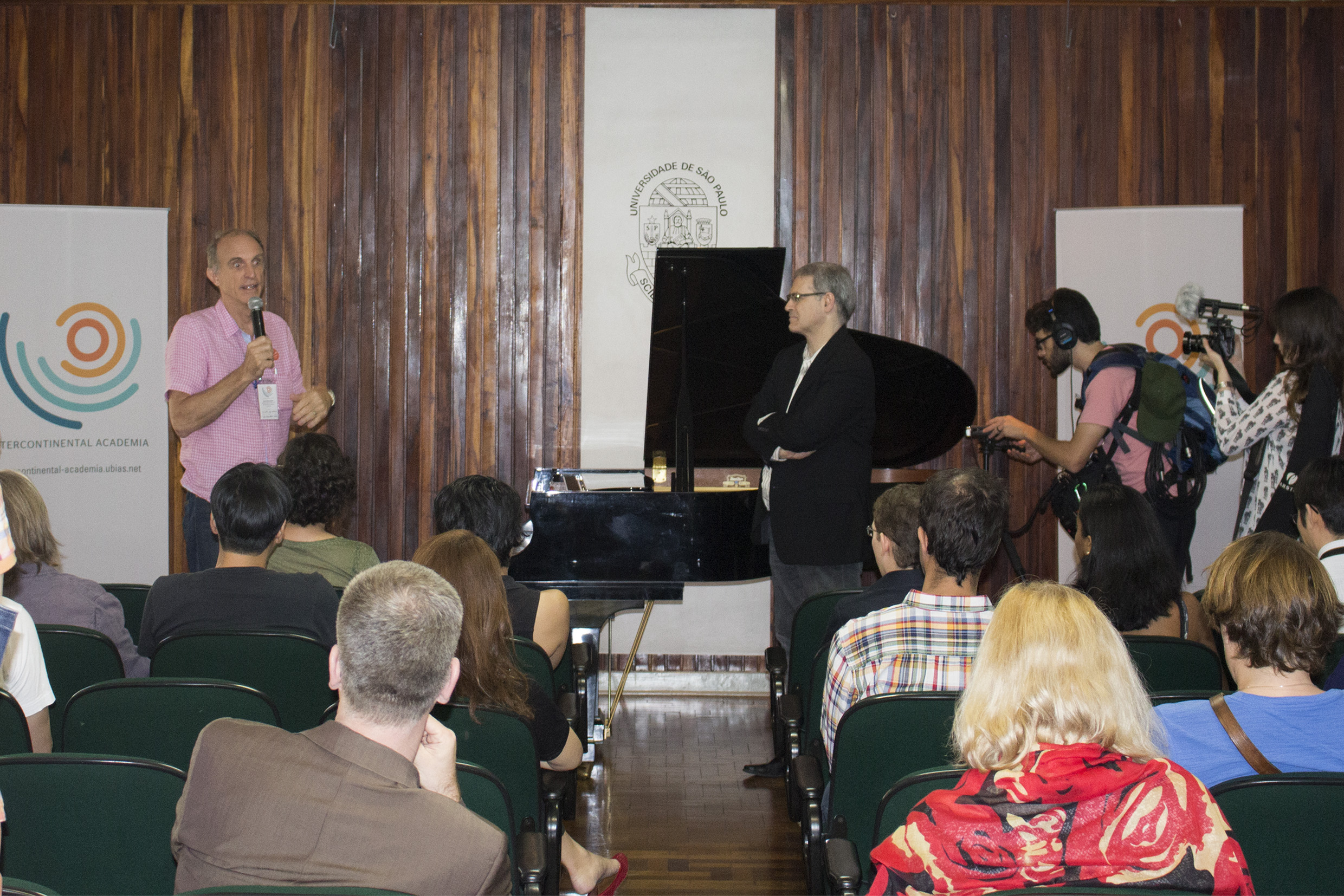 Martin Grossmann introducing Eduardo Monteiro's presentation - Scientific & cultural tour: USP and Modernist São Paulo - April 18, 2015