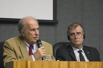 "Luiz Bevilacqua and John Heath on the debate ""The future of the universities"" - April 24, 2015"